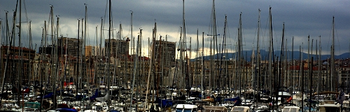 Zu viel Luxus und noch viel mehr Armut dahinter, Vieux Port in Marseille