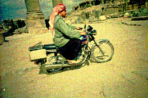 Straßenszene in Bosra im Süden von Syrien