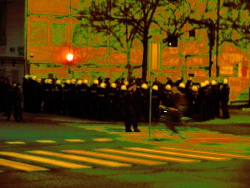 Stop Deportation - Polizei kesselt Aktivist_innen gegen eine Frontexabschiebung
