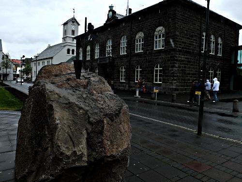 Der neue Standort des Schwarzen Kegel, Erstes Denkmal für den Zivilen Ungehorsam, Reykjavik