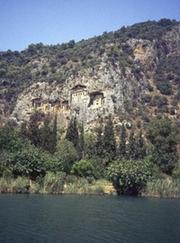 Dalyan unter Felsengräbern