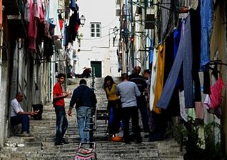 Strassenszenerie in Lissabon