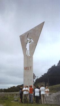 Ein Niemeyer Memorial für den von der Polizei ermordeten MST-Aktivisten Antônio Tavares Pereira