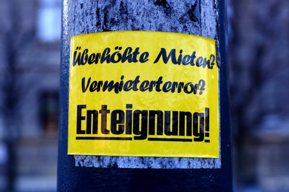 Sticker: Überhöhte Mieten? Vermieterterror? - Enteignung!