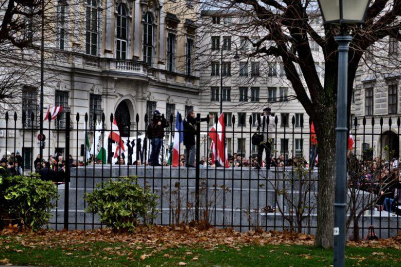 Nur eine provokante Verhöhnung? Rechtsextreme Kundgebung auf dem Denkmal für Verfolgte der NS-Militärjustiz / Deserteur_innen-Denkmal.