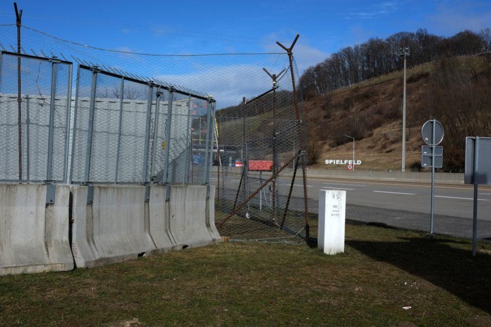 Wer baut Grenzzäune in Europa? Die österreichische Bundesregierung grenzt in Spielfeld den Schengenstaat Slowenien aus.