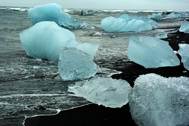 Mündung des Jökulsárlón, der Gletscherlagune des Vatnajökull, in den Atlantik