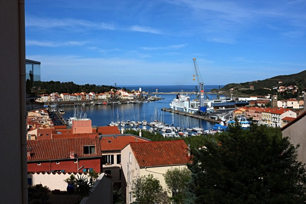 Der Hafen von Port-Vendres und früher wichtiger Stützpunkt für die Ausbeutung der nordafrikanischen Kolonien. Ankunftsort für die Flucht vor den spanischen Faschist_innen auf dem Seeweg.und Schauplatz von Deportationen.