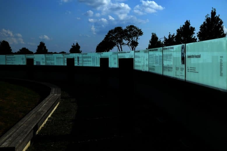Memorial Kreuzstadl, errichtet auf Initiative des Vereins RE.F.U.G.I.U.S