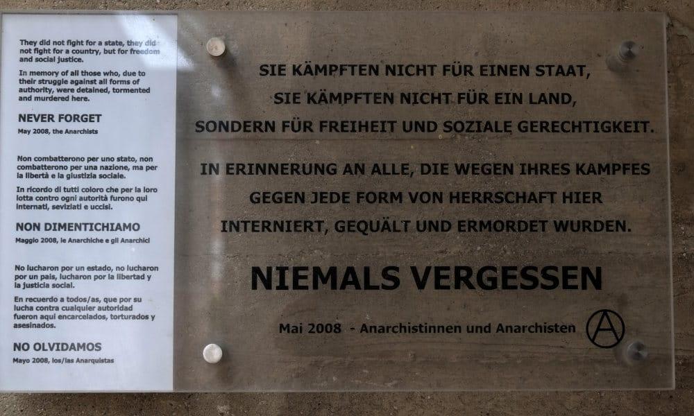 Erinnerungstafel im Memorial Gusen an die Republikanischen Spanier, die faschistischen Staaten zum Opfer fielen. Gewidmet von Anarchistinnen und Anarchisten, Mai 2008